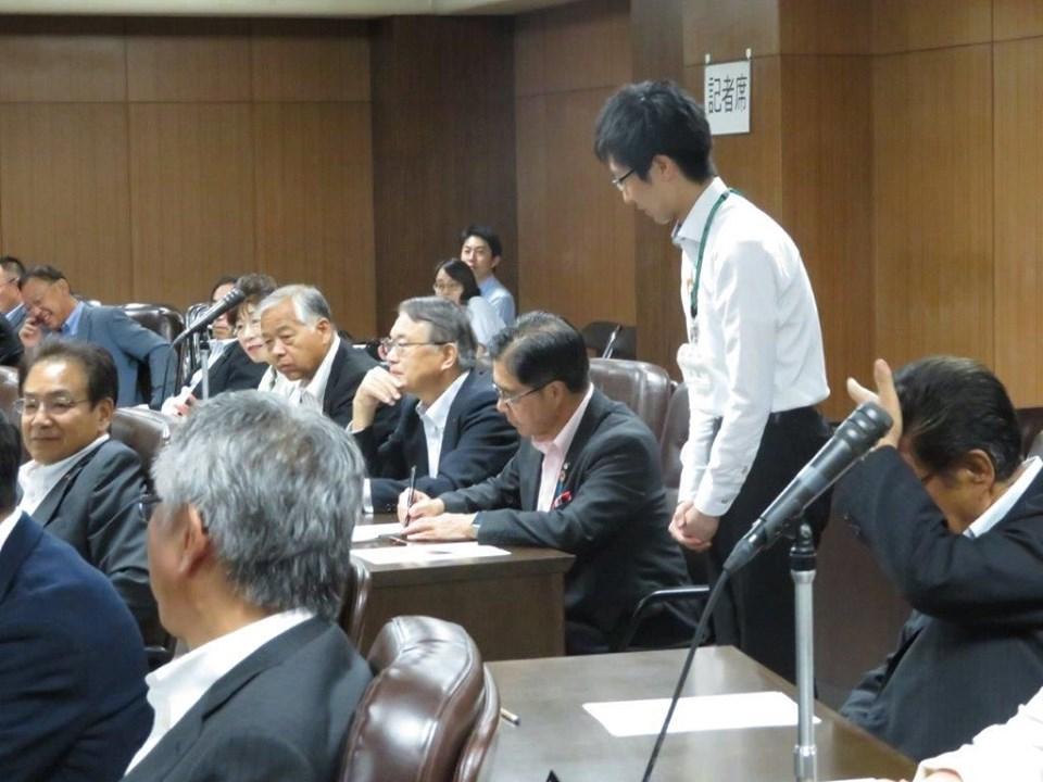 9月2日、臨時議会の収集請求の為の議員協議会が開催されました。
