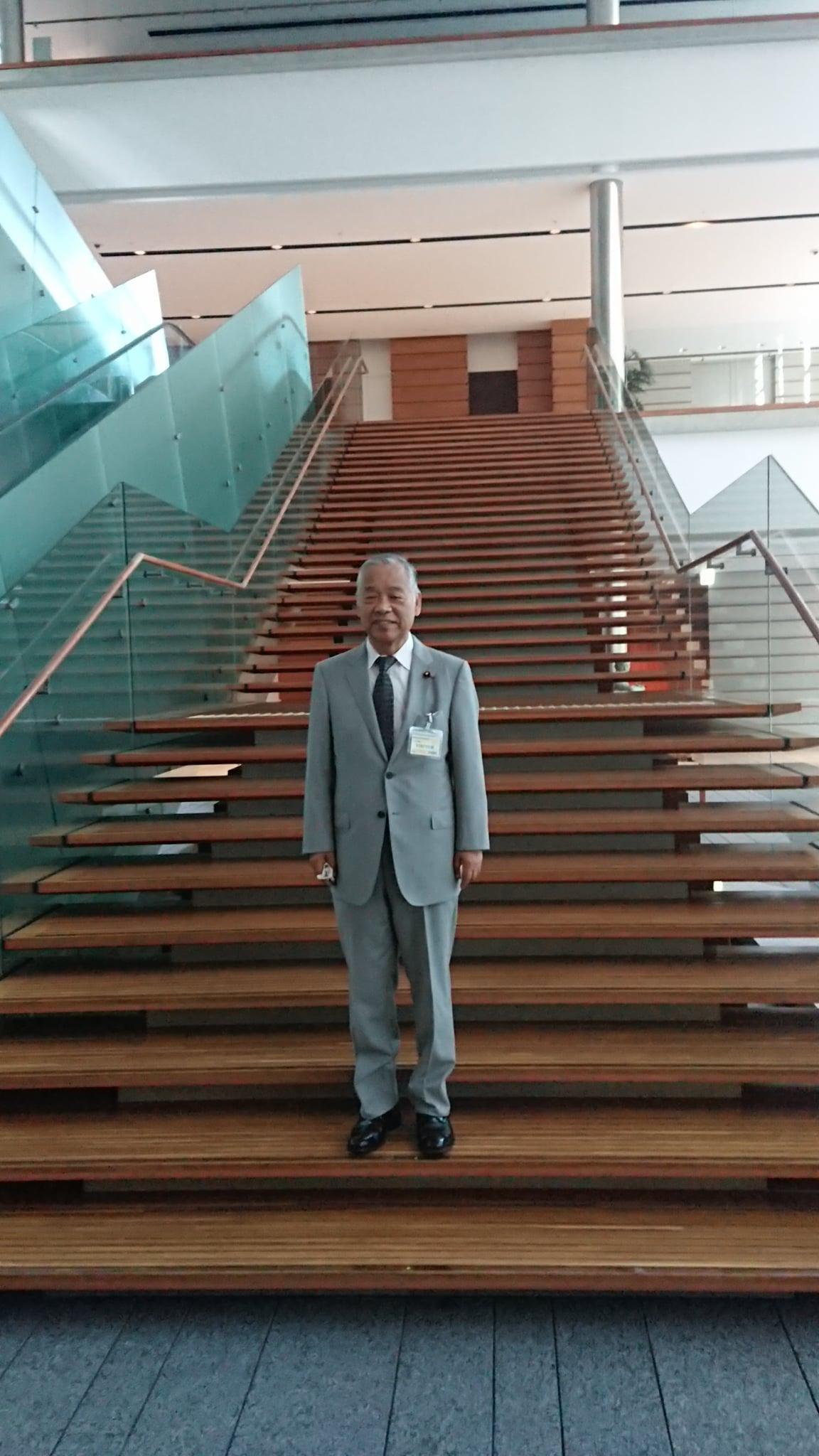 総理大臣官邸を訪問し、西村明宏内閣官房副長官にお伺いいたしました。