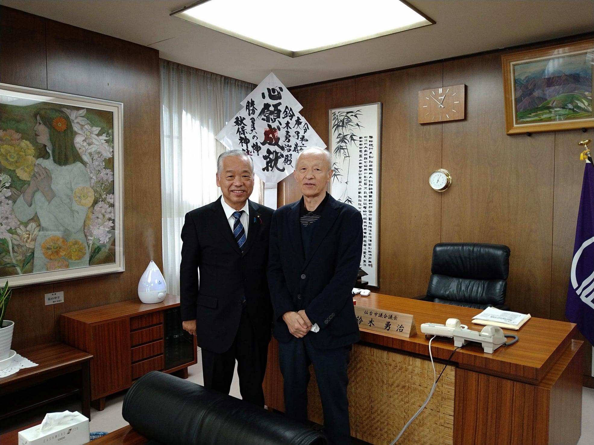 東北学院大学バドミントン部のOBである菊地正先輩が議長室に来訪されました。