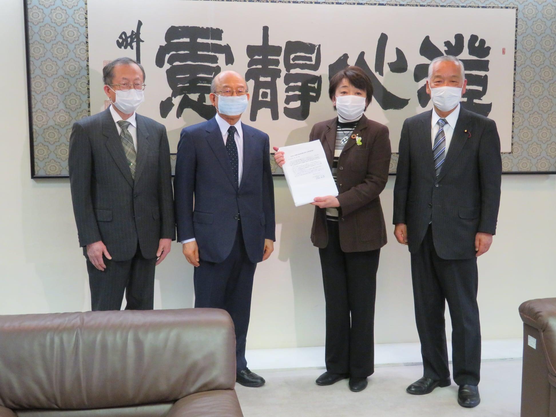 仙台市医師会太白ブロック代表幹事の今村幹雄先生から市長に対し要望が提出されました