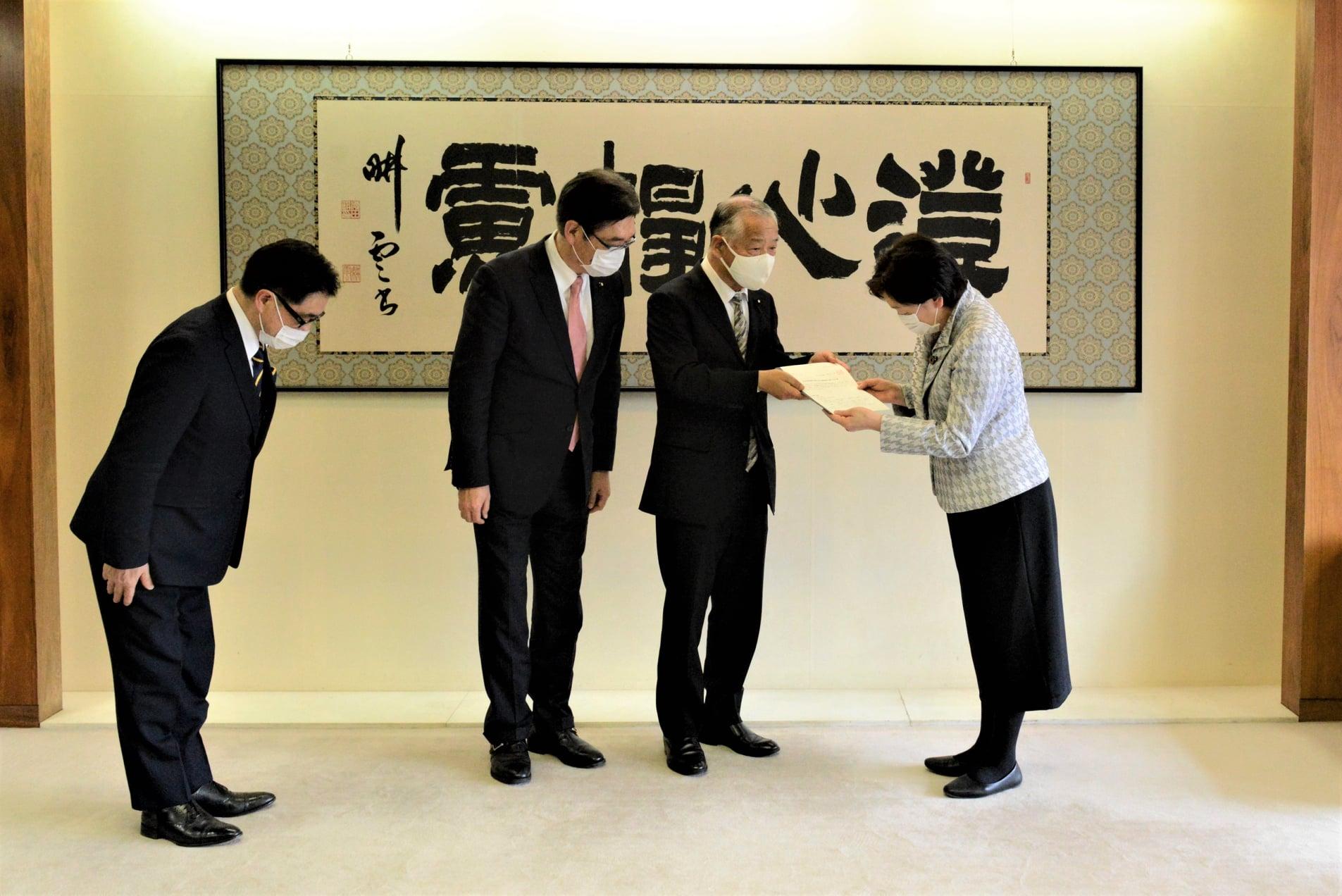令和3年3月26日 仙台市役所本庁舎における議会機能に関し、市長に対し申し入れをおこないました。