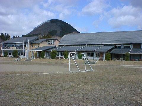 令和3年3月26日  生出小学校赤石分校跡の施設利用方法が決まり、教育局より報告がありました。
