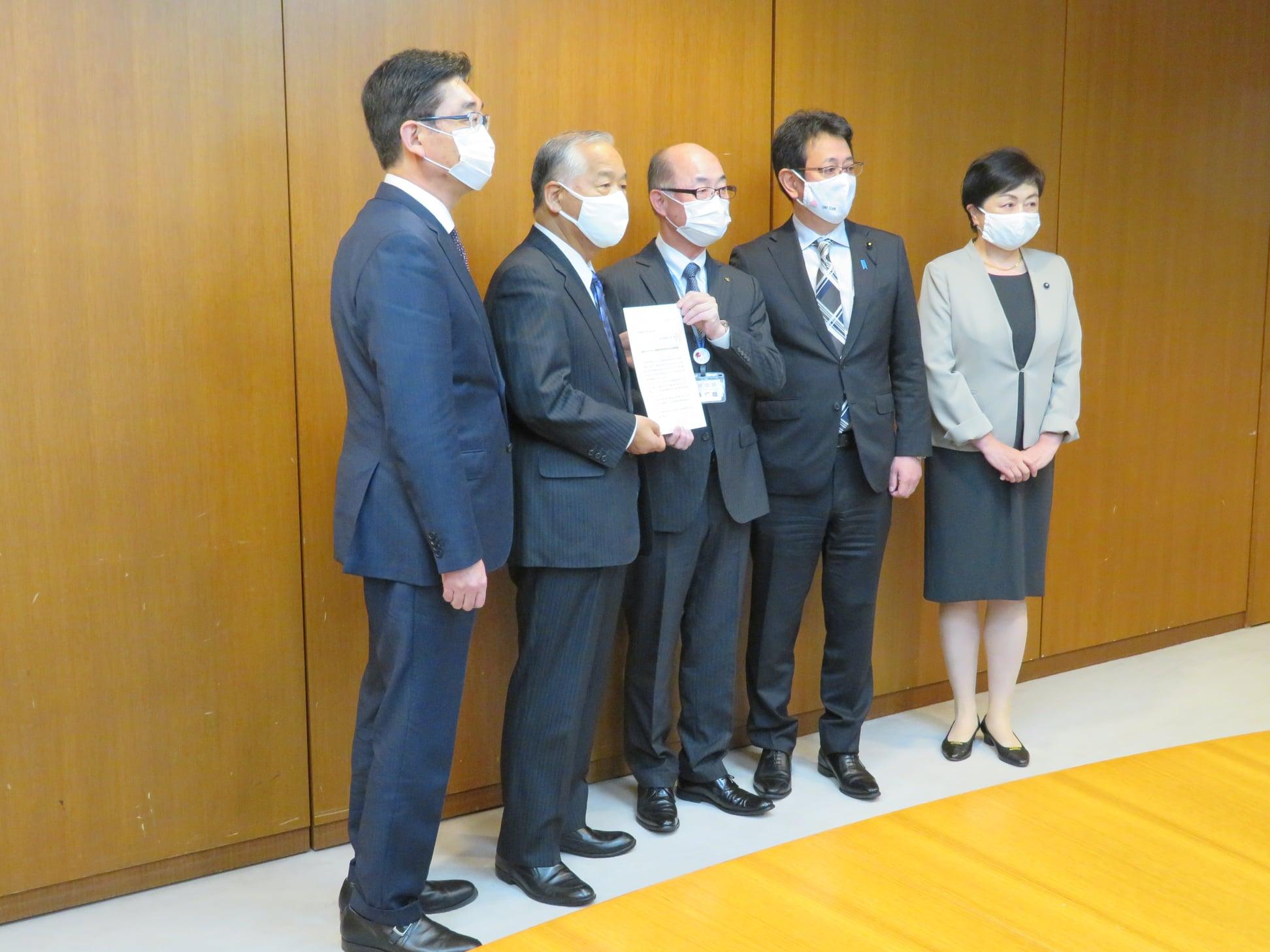 令和3年4月6日 宮城県知事に新型コロナウイルス感染症対策の拡充を求める緊急要望をいたしました。