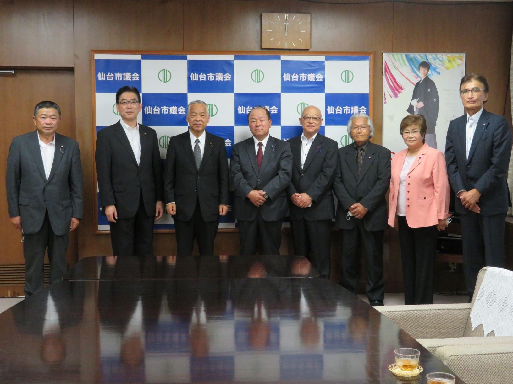 令和3年6月18日 宮城県町村議長会の新旧 会長・副会長の皆さんが就任、退任のご挨拶のため来訪されました。