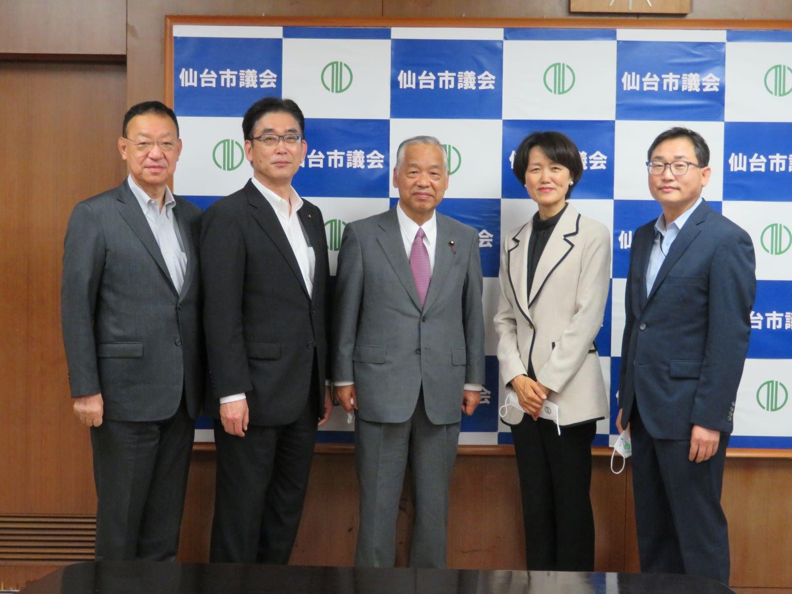 令和3年6月25日 6/9に着任した 林熙順(イム・ヒスン)総領事と、李昌勲(イ・チャンフン)副総領事ほかが表敬のため来訪されました